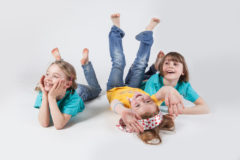 seance photo en studio de trois petites filles