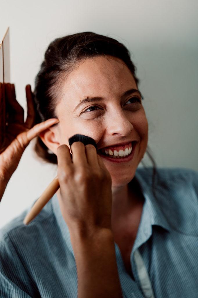 maquillage de la mariee au chateau de féligonde ,photo par un photographe professionnel de clermont ferrand