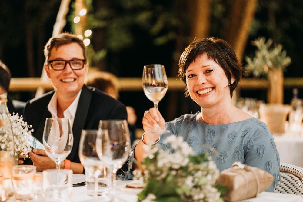 portrait spontané d'une invitée pendant un mariage