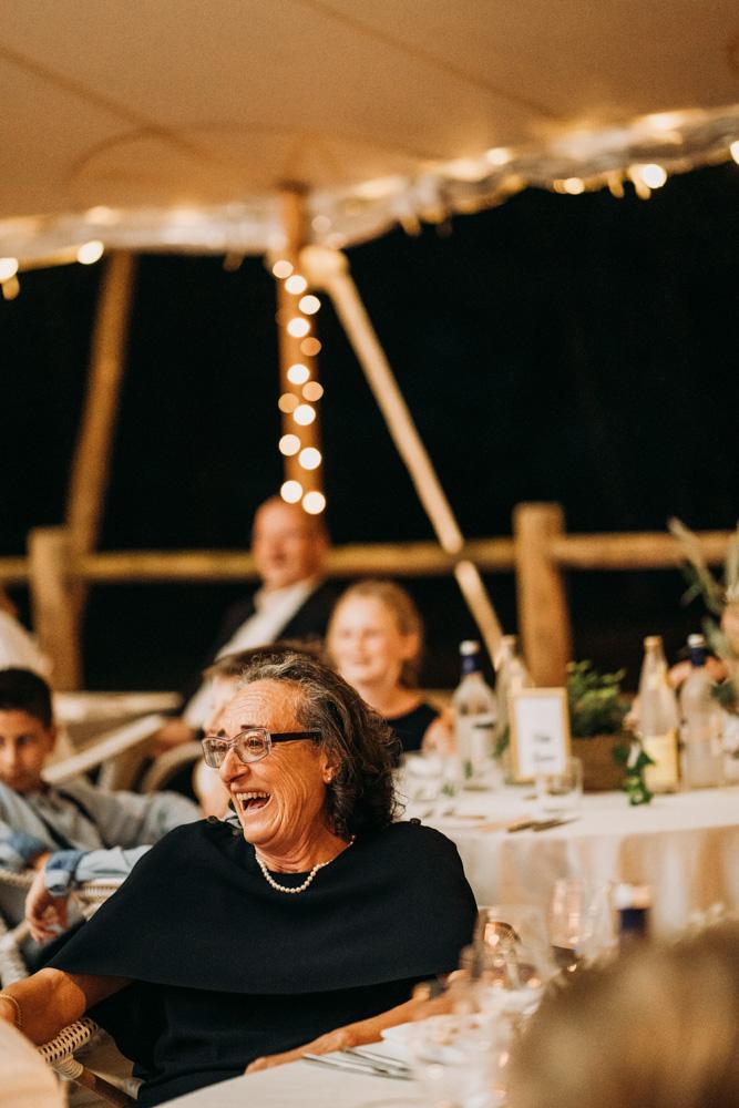 photographie de la maman du marie pendant la soiree